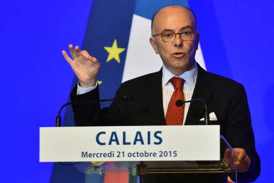 Bernard Cazeneuve à Calais (Pas-de-Calais) le 21 octobre.