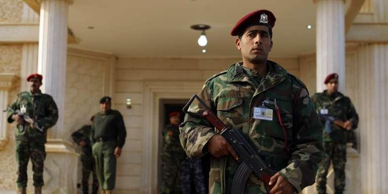 Quatre ans après la chute de Mouammar Kadhafi, la Libye reste divisée entre un gouvernement autoproclamé à Tripoli et le gouvernement reconnu par la communauté internationale qui a trouvé refuge dans l'Est, près de la frontière égyptienne.