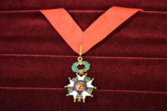 La promotion du 1er janvier de la Légion d'honneur distingue vingt personnes impliquées dans les attentats de janvier2015 et l'attaque du Thalys, dont quinze à titre posthume.