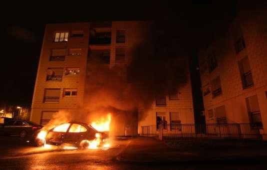 Huit cent quatre véhicules ont été incendiés en France au cours de la nuit de la Saint-Sylvestre.