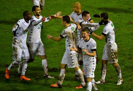 Les joueurs de Troyes célèbrent leur victoire, samedi 2 janvier, face à Dunkerque.