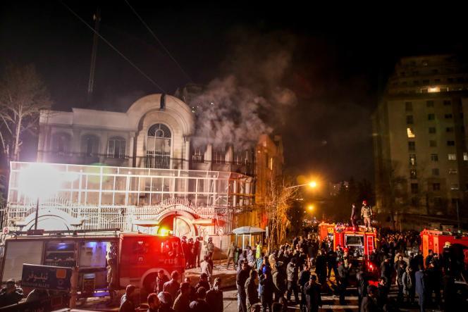 Des manifestants ont incendié l'ambassade d'Arabie saoudite à Téhéran.