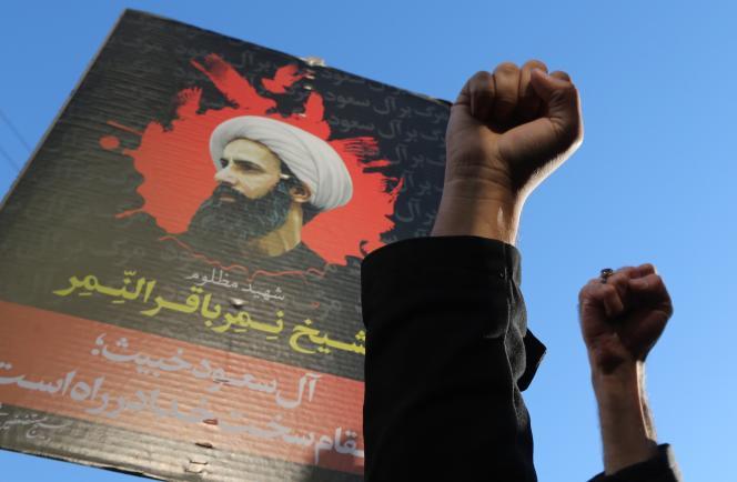 Des manifestants iraniens protestent contre l'exécution par Riyad du cheikh chiite Al-Nimr, le 3 janvier à Téhéran.