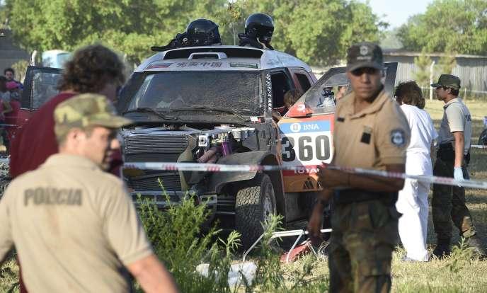La voiture accidentée de l'équipage de Guo Meiling lors du prologue du Dakar 2016 dans la province de Buenos Aires en Argentine le 2 janvier 2016.