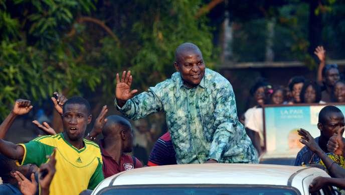 Faustin Archange Touadera, candidat indépendant et ancien premier ministre de François Bozizé (2008-2013) en campagne pour l'élection présidentielle, le 28 décembre à Bangui.