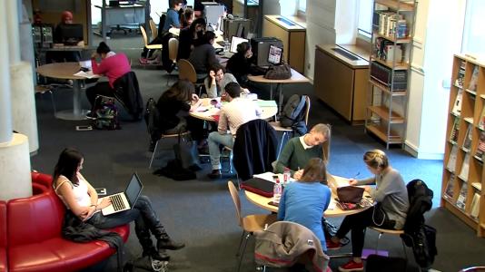 """A l'université Jean Moulin-Lyon III, une salle informatique destinée aux étudiants est reliée à une chaudière """"numérique"""" qui récupère la chaleur des serveurs."""