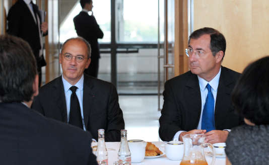 Stéphane Richard, président-directeur général d'Orange, et Martin Bouygues, président-directeur général du groupe du même nom, au ministère de l'industrie, en juillet2012.