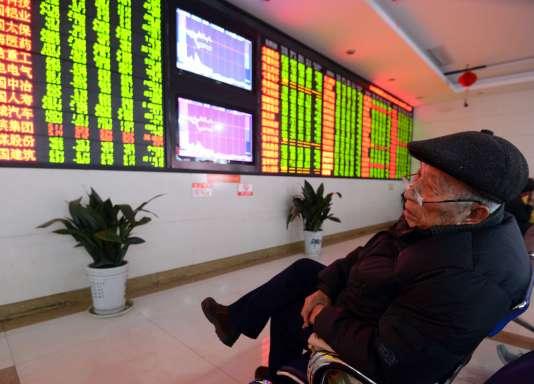 Les Bourses chinoises de Shanghai et Shenzhen ont été contraintes de s'arrêter lundi 4 janvier.