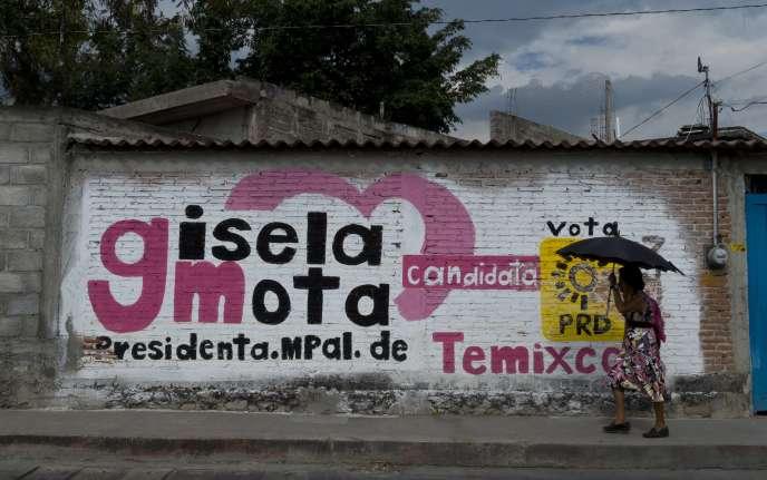 Une affiche de campagne de Gisela Mota, à Temixco, dans l'Etat de Morelos, en janvier 2016. La maire avait été assassinée le lendemain de son entrée en fonctions après une campagne axée sur la lutte contre le narcotrafic.
