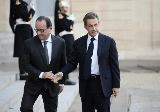 François Hollande et Nicolas Sarkozy le 15 novembre 2015 au palais de l'Elysée à Paris.