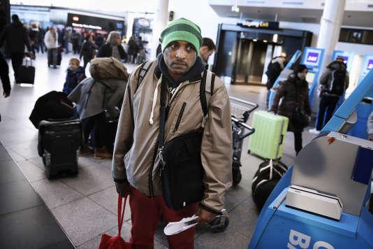 La Suède et le Danemark ont dressé lundi de nouveaux obstacles sur la route des migrants cherchant à obtenir l'asile dans ces pays.