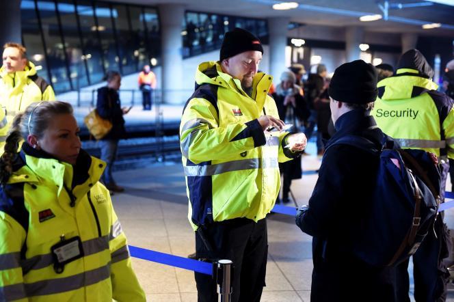 A la gare ferroviaire de l'aéroport de Copenhague (Danemark), d'où partent de nombreux trains vers la Suède toute proche, les contrôles ont été renforcés ces derniers mois.