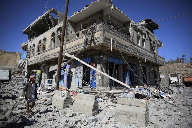 Après un bombardement mené par l'armée saoudienne à Sanaa, en janvier 2016.