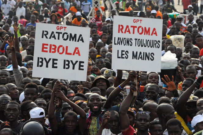Lors d'un concert en décembre 2015 à Conakry, capitale de la Guinée.