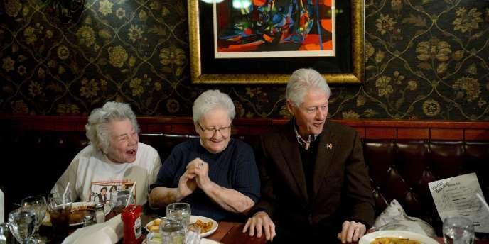 M. Clinton a insisté sur ses connaissances en matière de politique étrangère – Hillary était la première secrétaire d'Etat du président Obama – mais aussi ses années passées à défendre la cause des enfants ou des pauvres.