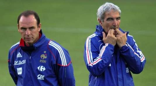 Alain Boghossian, alors assistant de Raymond Domenech, le 18 juin 2010 à Knysna, lors de la Coupe du monde en Afrique du sud.