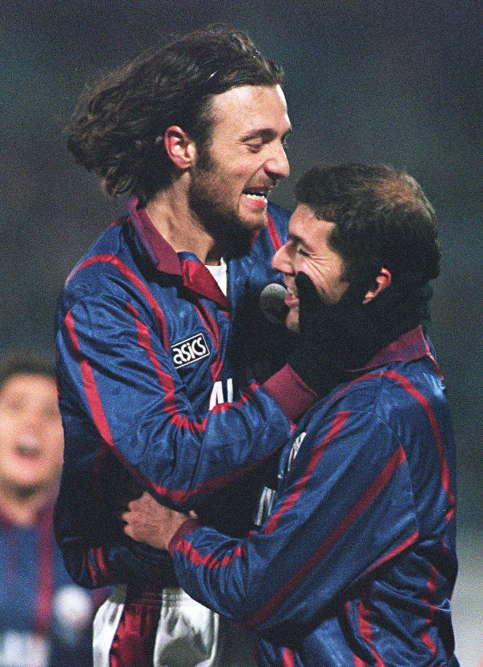 Après un passage à l'AS Cannes (1987-1992), Zinédine Zidane se révèle aux Girondins de Bordeaux (1992-1996). Une étape essentielle de sa carrière puisqu'il rencontre ses amis futurs champions du monde et d'Europe, Christophe Dugarry et Bixente Lizarazu.