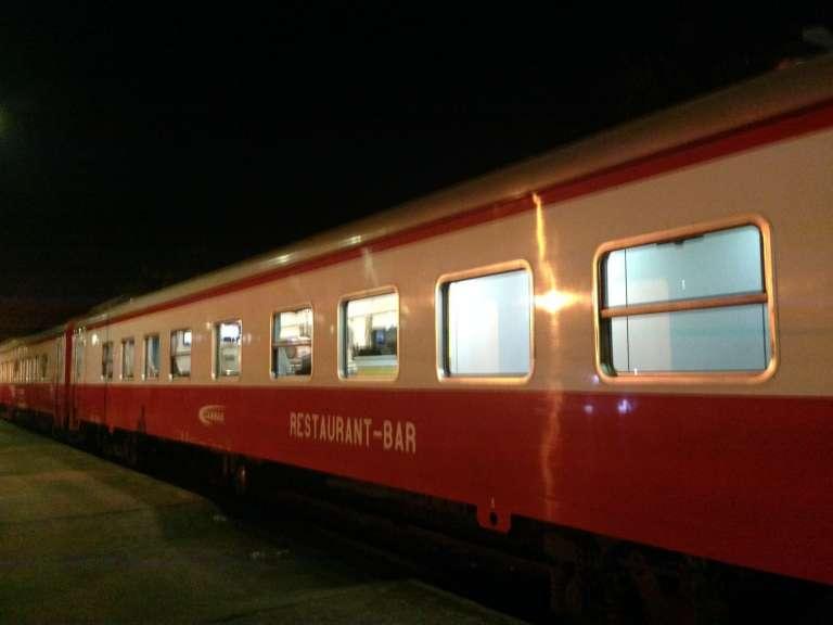 Le train Camrail-Bolloré qui dessert la ville de Ngaoundéré, au nord du Cameroun, depuis la capitale Yaoundé.