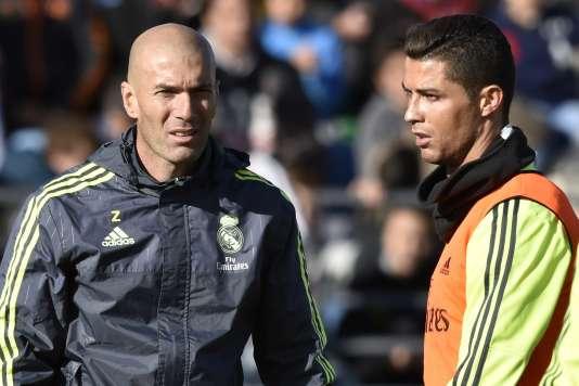 Le nouvel entraîneur du Real Madrid avec Cristiano Ronaldo lors de son premier entraînement, le 5 janvier.