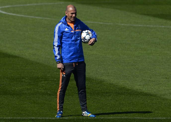 Zinédine Zidane effectuera son baptême du feu, samedi 9 janvier, contre le Deportivo La Corogne au stade Santiago-Bernabeu.