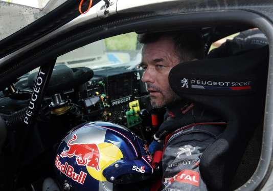 Pour sa première participation au rallye-raid, le nonuple champion du monde des rallyes a remporté lundi la deuxième étape.