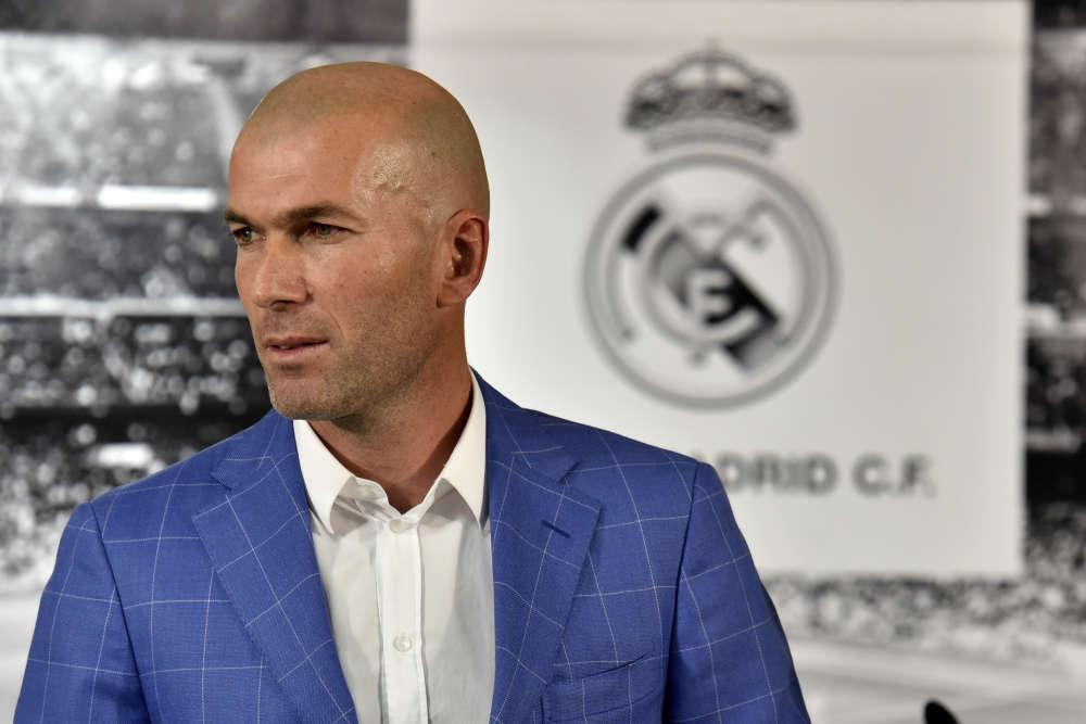 En 2014, Zidane devient entraîneur du Real Madrid Castilla, l'équipe réserve. Si cette expérience est modeste au niveau du palmarès, elle donne de la légitimité au Français pour briguer la place de coach de l'équipe première. C'est chose faite le4janvier, quand il remplace Rafael Benitez, en délicatesse avec le vestiaire et la direction du club.