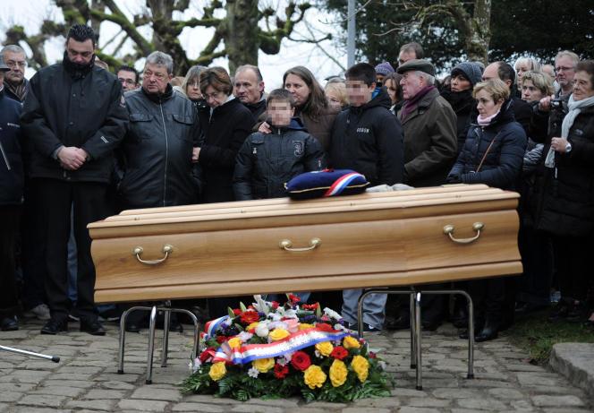 Enterrement de Frédéric Boisseau tué dans l'assaut de Charlie Hebdo, le 20 janvier à Recloses en banlieue parisienne.