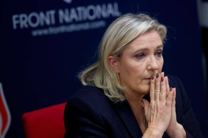 Marine Le Pen lors d'un meeting pour les régionales à Vannes le 20 novembre.