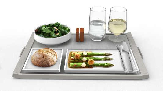 Elégance, faible poids et compacité : les atouts du service de table en première classe créé par le Studio Massaud pour Air France.