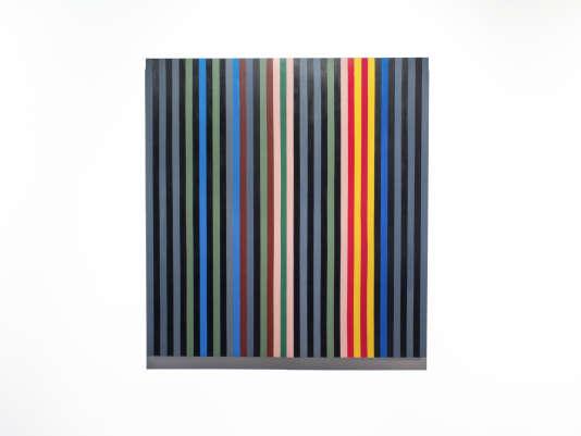 """""""Black Rhythm"""", de Gene Davis, est le seul tableau de la série pour lequel la CIA se fend à la fois d'une notice en ligne et d'une reproduction. Il est ici reproduit par Johanna Barron (2015) dans le cadre de sa série """"Acres of Walls""""."""