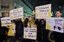 Manifestation contre la déchéance de nationalité organisée par SOS racisme devant le siege du parti socialiste pendant le bureau national le 4 janvier.