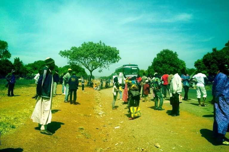 Au Cameroun, sur la route de Ngaoundéré à Maroua, les voyageurs sont régulièrement contraints de descendre du véhicule pour des contrôles de police.