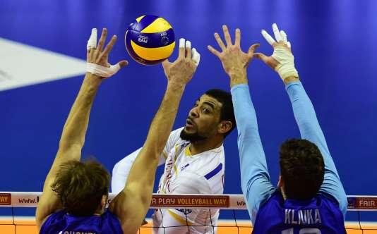 La France a vaincu la Russie 3 sets à 1 (25-15, 20-25, 25-17, 25-19), mercredi6janvier àBerlin, lors du premier match de qualification olympique.