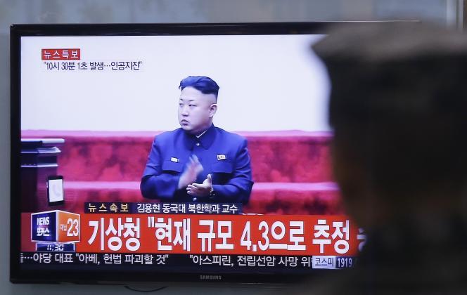 Photo d'un écran de télévision diffusant des programmes norsd-coréens et annonçant le