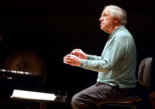 Le compositeur et chef d'orchestre Pierre Boulez à la Cité de la musique à Paris, le 8 novembre 2002.