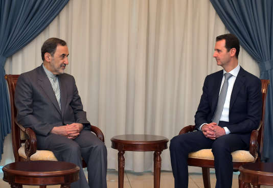 Bachar Al-Assad rencontre Ali Akbar Velayati, conseiller du Guide suprême iranien, à Damas, le 19 mai 2015.