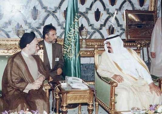 Mohammed Khatami (gauche), alors président iranien, rencontre le prince Abdallah, le 16 mai 1999, à Djedda (en Arabie saoudite).