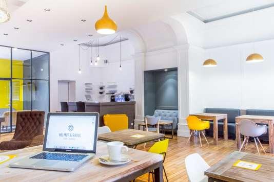 Le café Helmut et Raoul, créé par deux travailleuses indépendantes, vient d'ouvrir au centre de Lille.