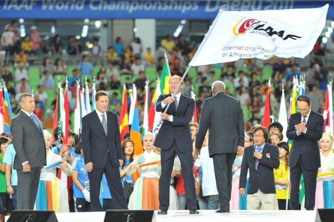 Valentin Balakhnichev (au centre), ancien président de la Fédération russe d'athlétisme, devrait disparaître du monde de l'athlétisme, de même que Papa Massata Diack, le fils de l'ancien président de l'IAAF, et que l'entraîneur Alexeï Melnikov.