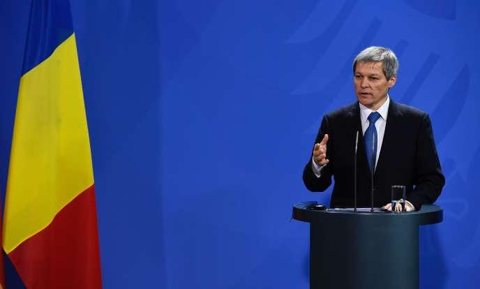 Le premier ministre roumain Dacian Ciolos lors d'une conférence de presse après sa rencontre avec la chancelière Angela Merkel, à Berlin le 7 janvier.