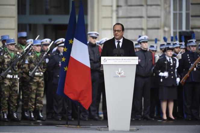 Le président François Hollande rend hommage aux forces de police, lors de ses vœux le 7 janvier 2016.