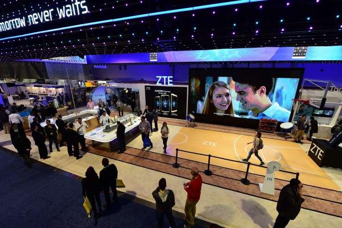 «Les start-up françaises sont venues en nombre (190, la deuxième délégation après les Etats-Unis) au Consumer Electronics Show 2017 de Las Vegas qui s'est tenu du 5 au 8janvier : la French Tech y a encore une fois brillé. Cette présence massive est sans nul doute l'un des signes de la réussite d'un modèle existant depuis une dizaine d'années». (Photo : Consumer Electronics Show 2016, à Las Vegas (Nevada), le 6janvier 2016).