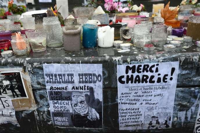 Une partie du mémorial aux victimes, place de la République, à Paris, le 7 Janvier 2016.