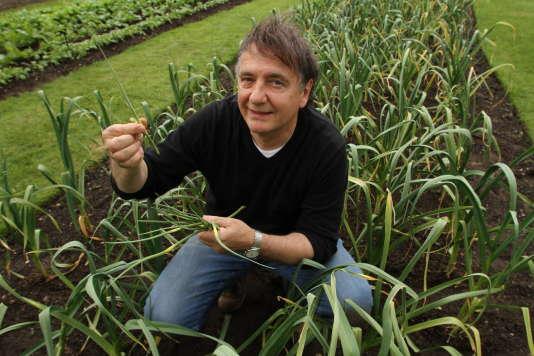 Le chef étoilé Raymond Blanc dans les célèbres jardins botaniques royaux de Kew, près de Londres.