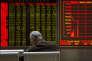 Dans une salle de courtage à Shanghaï, jeudi 7 janvier, après la suspension des cours de la Bourse locale.