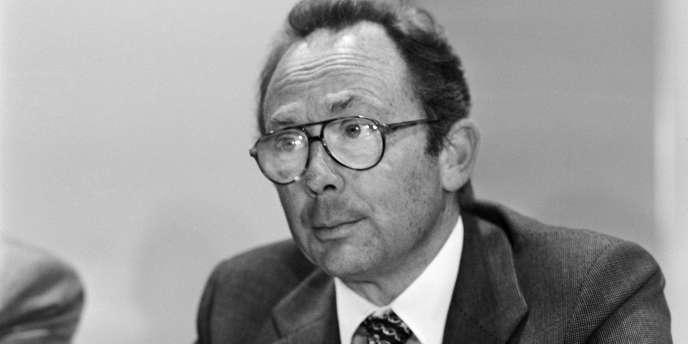 Portrait de Roland Peugeot, président du conseil de surveillance de PSA Peugeot Citroën, le 31 août 1978 à Paris,  lors d'une conférence de presse au sujet du rachat par PSA des filiales européennes de Chrysler.