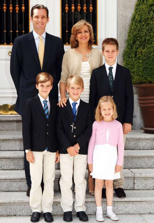 Une photo de décembre 2011 montrant l'infante Cristina avec son mari, Iñaki Urdangarin, et leurs enfants.