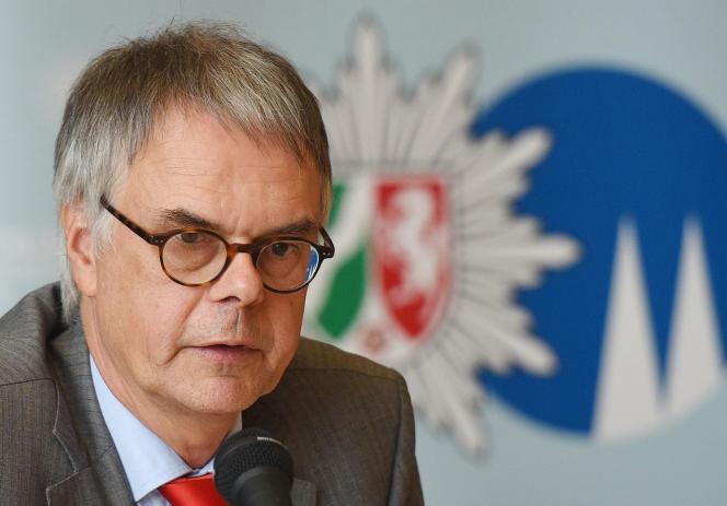 Des informations de presse font état de la suspension du chef de la police de Cologne, Wolfgang Albers, alors que les critiques se sont multipliées sur le manque de préparation et de réactivité des forces de l'ordre.
