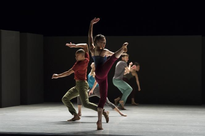 La Batsheva Dance Company se produit au Palais Garnier à Paris, du 5 au 9 janvier 2016.