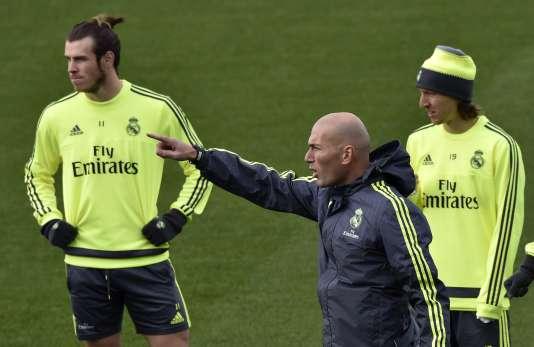 Zinedine Zidane pendant un entraînement du Real Madrid le 8 janvier 2016.